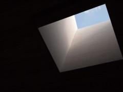 天井に穴がぽっかり