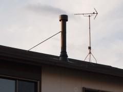 夕暮れにすっくと立つ、我が家の煙突!(笑)