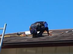 屋根の上では山下さんが、、、